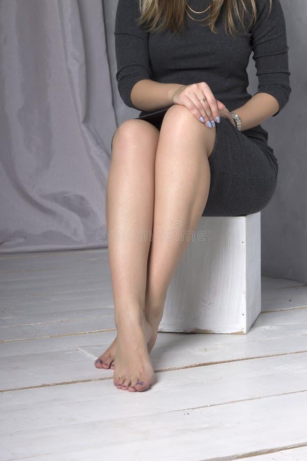 gambe femminili in varie pose fotografie stock libere da diritti