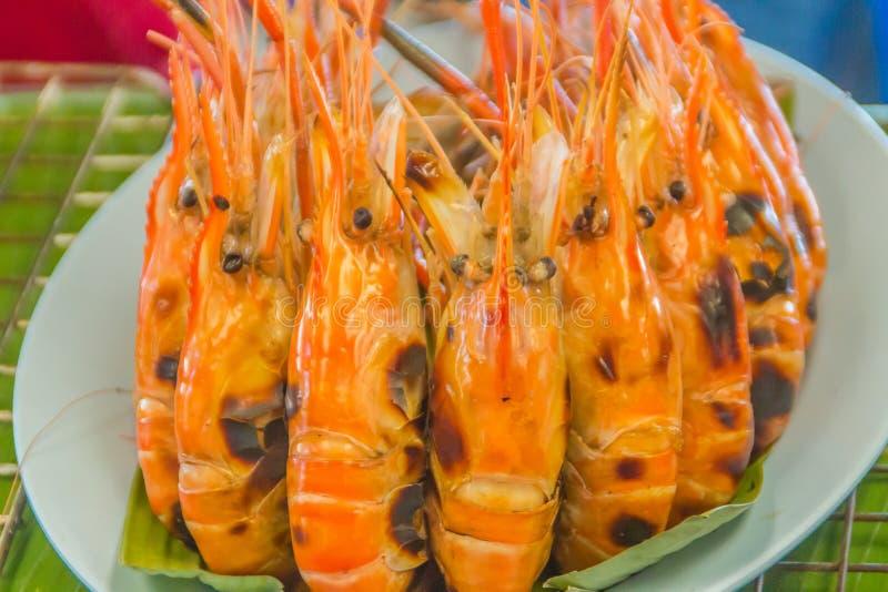 Gamberetti arrostiti da vendere nel mercato dei frutti di mare della via, Bangkok, Tailandia immagine stock libera da diritti