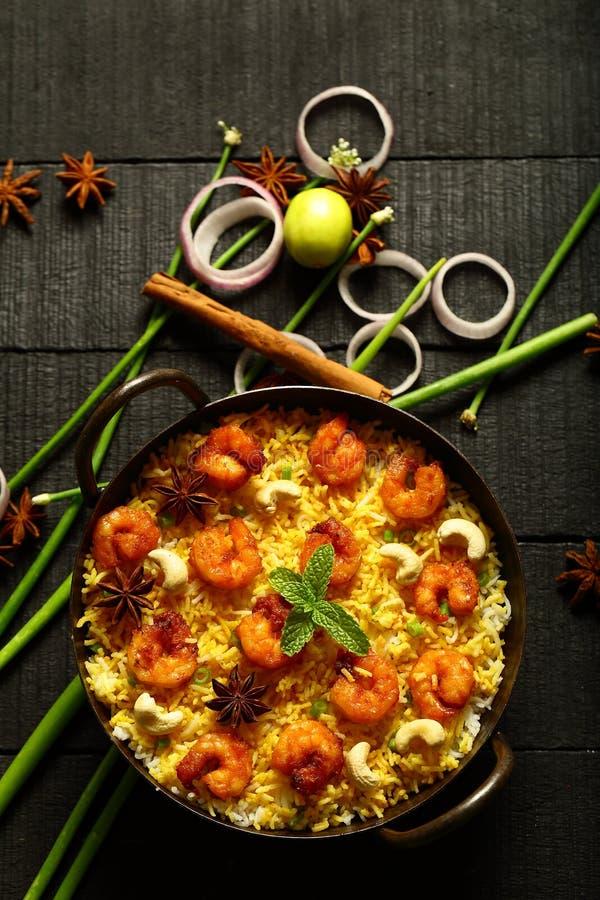 Gamberetti deliziosi casalinghi, biryani del gamberetto, vista superiore immagini stock libere da diritti