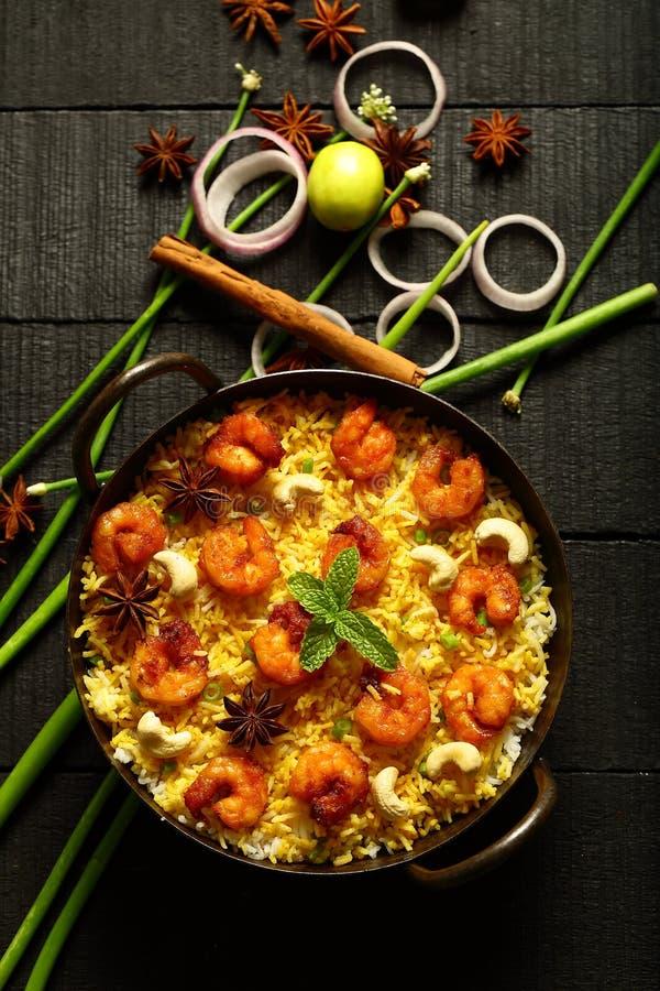 Gamberetti deliziosi casalinghi, biryani del gamberetto, vista superiore fotografia stock libera da diritti