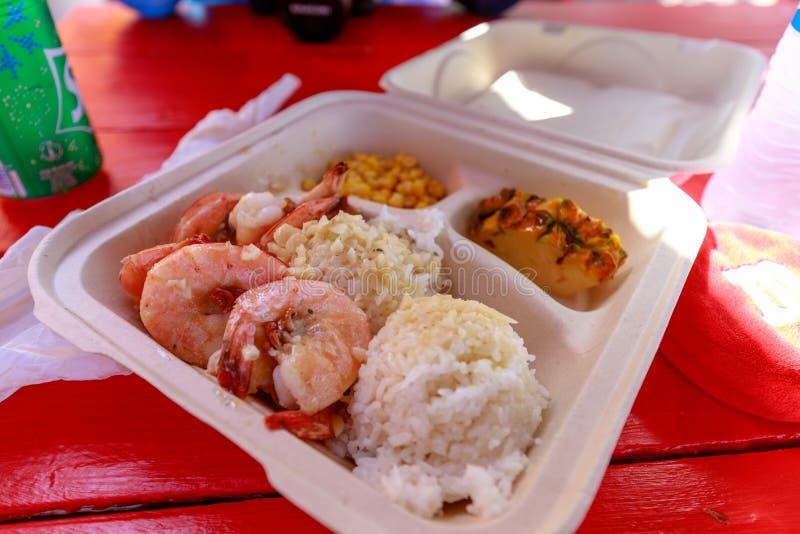 Gamberetti dell'aglio alla riva del nord Oahu immagini stock
