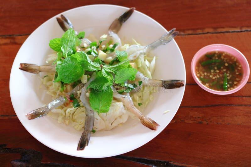 Gamberetto fresco di Rew in salsa di pesce piccante immagini stock