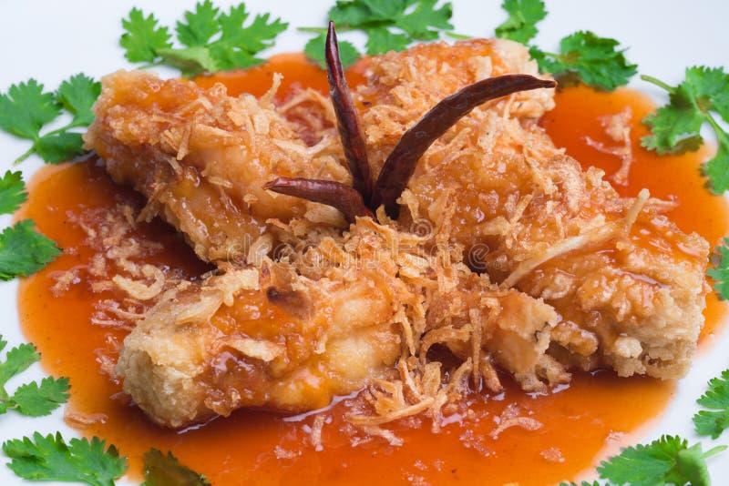 Gamberetto fritto nel grasso bollente con la salsa del tamarindo immagine stock libera da diritti