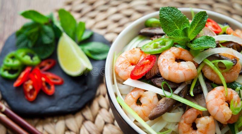 Gamberetto vietnamita, gamberetto, tagliatella di riso dello shiitake del peperoncino rosso immagini stock libere da diritti