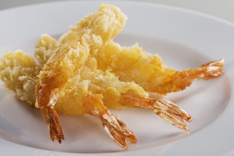 Gambero fritto nel grasso bollente della farina di frumento immagine stock libera da diritti