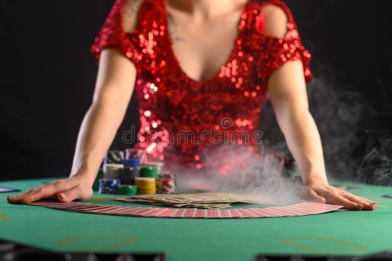 Game in een casino, in een nachtelijke instelling Poker royalty-vrije stock fotografie