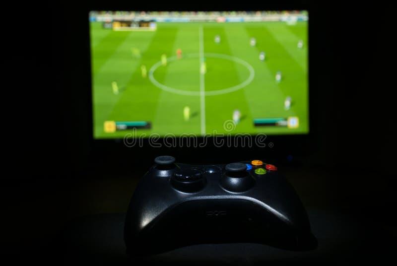 Gamepad在桌上的电子游戏控制器 免版税库存图片