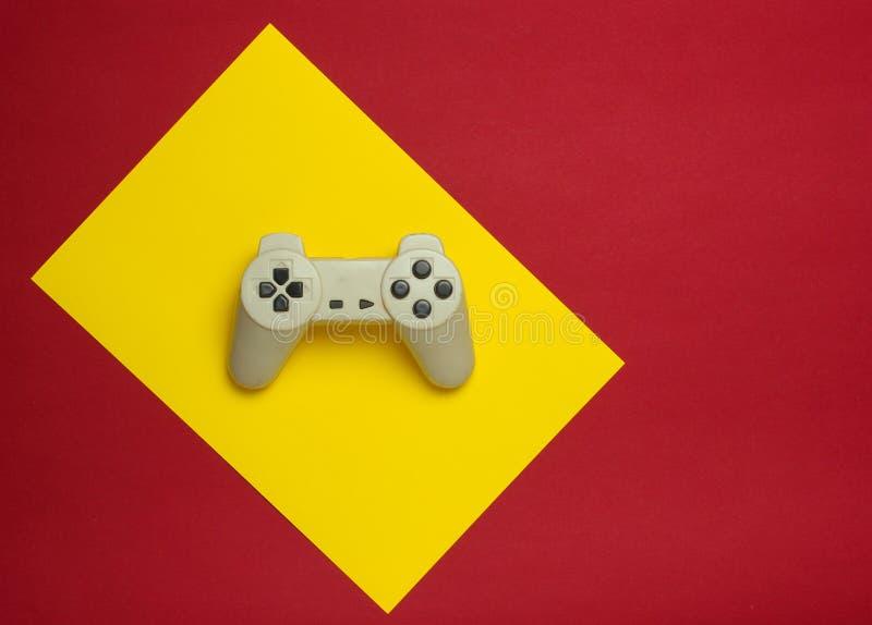 Gamepad på en färgbakgrund Bästa sikt, minimalism royaltyfria foton