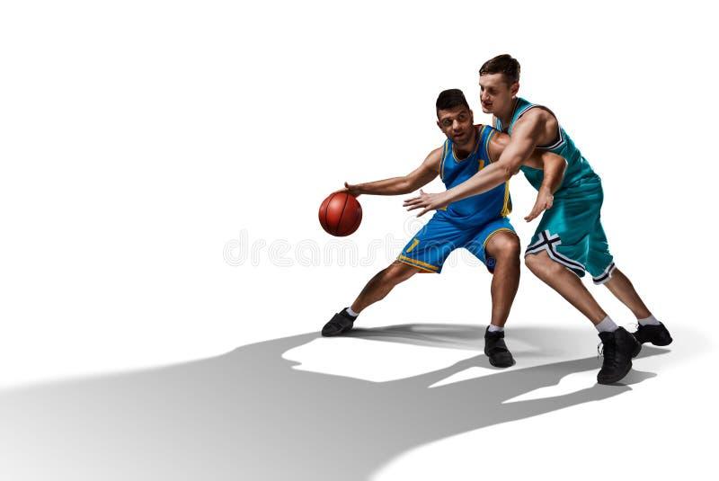 2 gameplay баскетболистов изолированного на белизне стоковая фотография rf