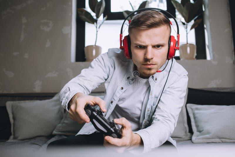 Gamers som spelar partiet fotografering för bildbyråer