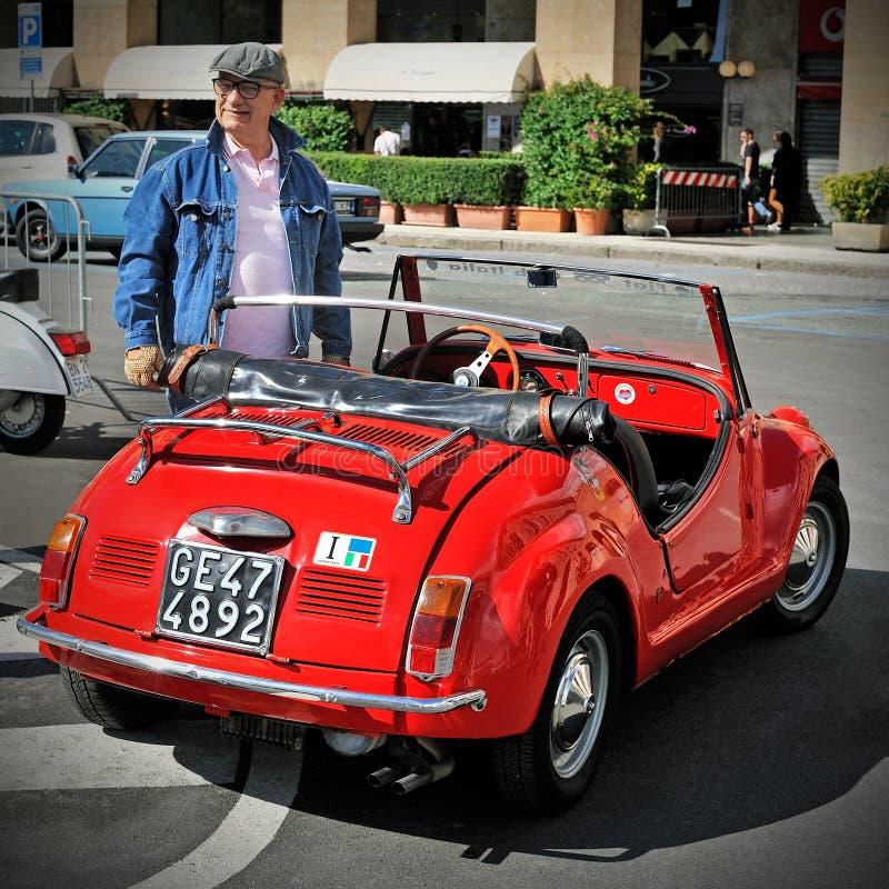 Gamine Vignale è una piccola automobile scoperta a due posti basata su Fiat 500 immagini stock libere da diritti
