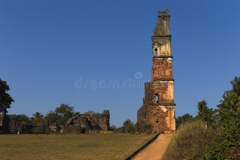 Gamla övergav kyrkor i den gamla GOA royaltyfria bilder