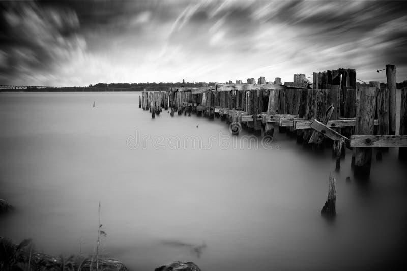 Gamla övergav Pier Ruins royaltyfri fotografi