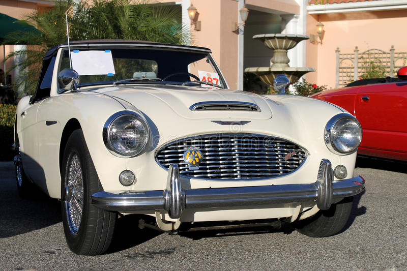 Gamla Austin Healey Car på bilshowen royaltyfri fotografi