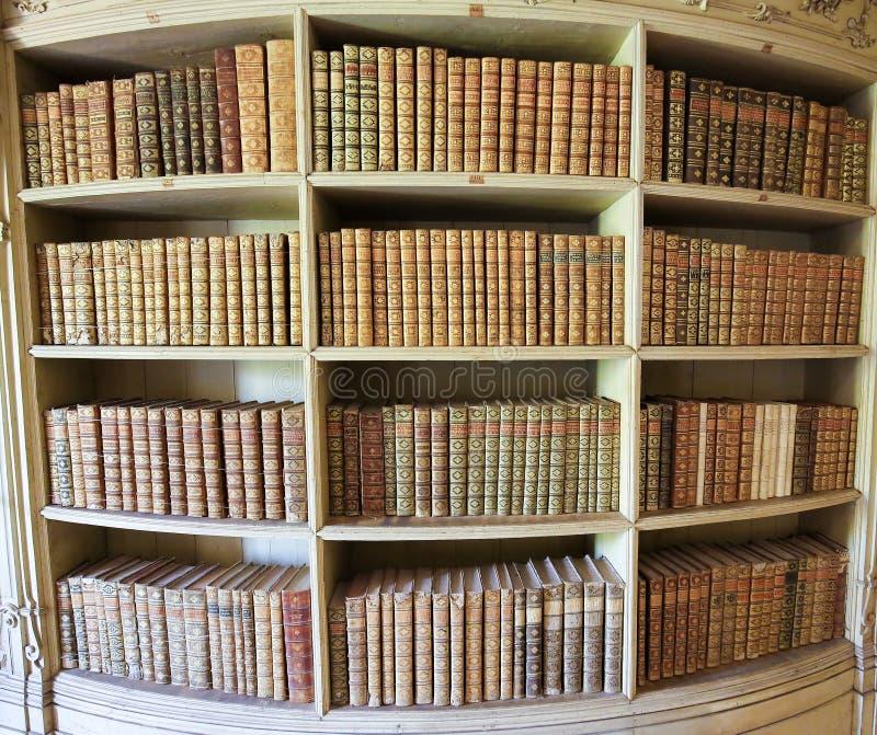 Gamla böcker i Mafra slottarkiv arkivbild
