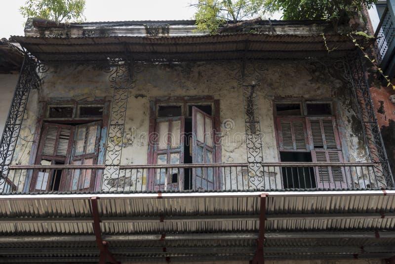Gamla balkong och dörrar i den gamla staden av Panama royaltyfri bild