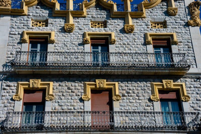 Gamla byggande fasader i den Rambla novan arkivbild
