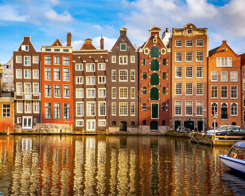 Gamla byggnader i Amsterdam royaltyfria foton