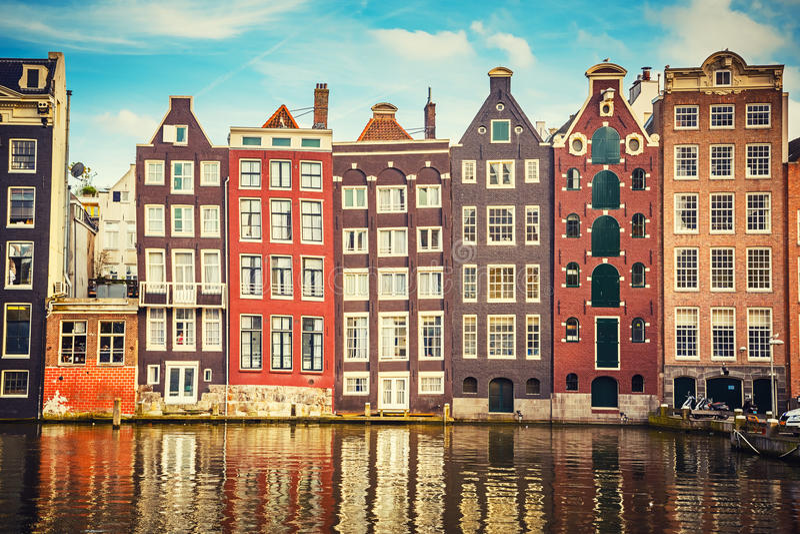 Gamla byggnader i Amsterdam royaltyfri foto