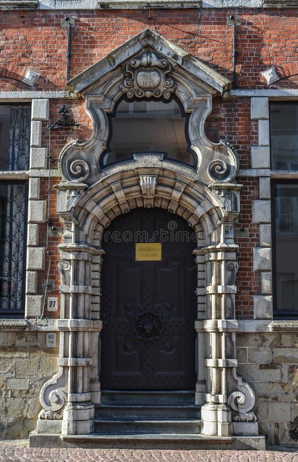Gamla byggnader i Bruges, Belgien royaltyfria foton