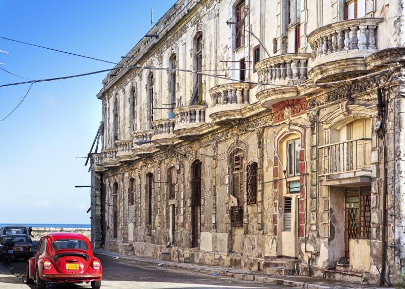 Gamla byggnader på den berömda turist- gatan Malecon i havannacigarren, Kuba fotografering för bildbyråer
