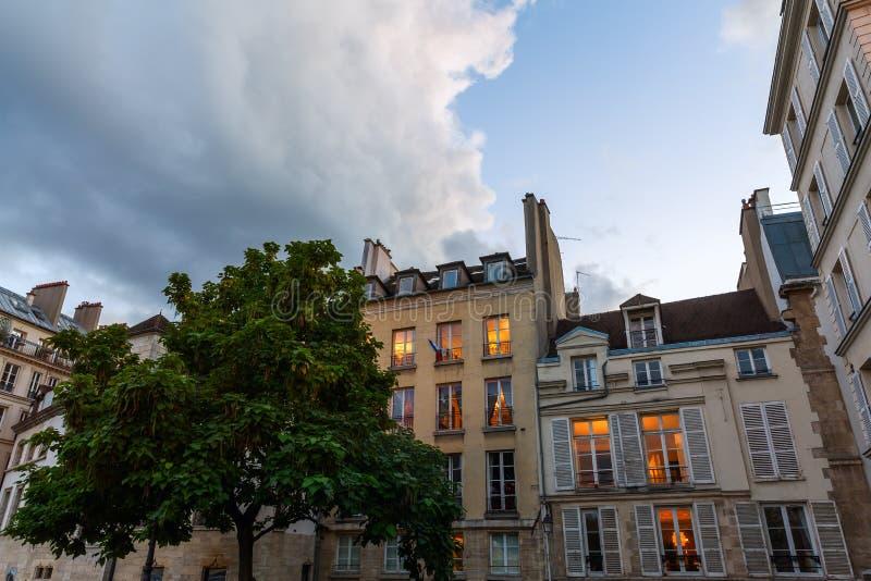 Gamla byggnader på Ilen de la Citera, Paris arkivfoto