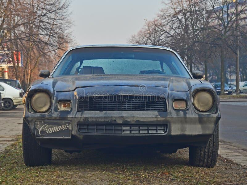 Gamla Chevrolet Camaro parkerade royaltyfri fotografi