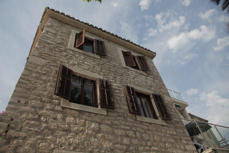Gamla europeiska byggnader i Montenegro royaltyfri fotografi