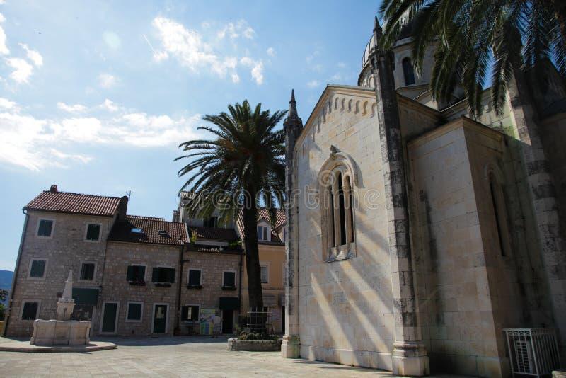 Gamla europeiska byggnader i Montenegro, Herceg Novi royaltyfria bilder