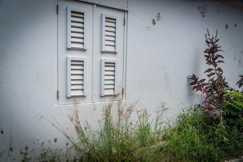 Gamla fönsterOtrobanda Curacao sikter arkivfoto