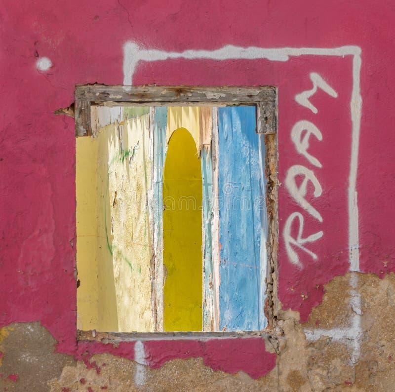 Gamla fönsterOtrobanda Curacao sikter royaltyfri fotografi