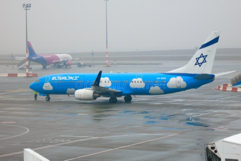 Gamla för El Al Boeing 737-800 UPP livré royaltyfri fotografi