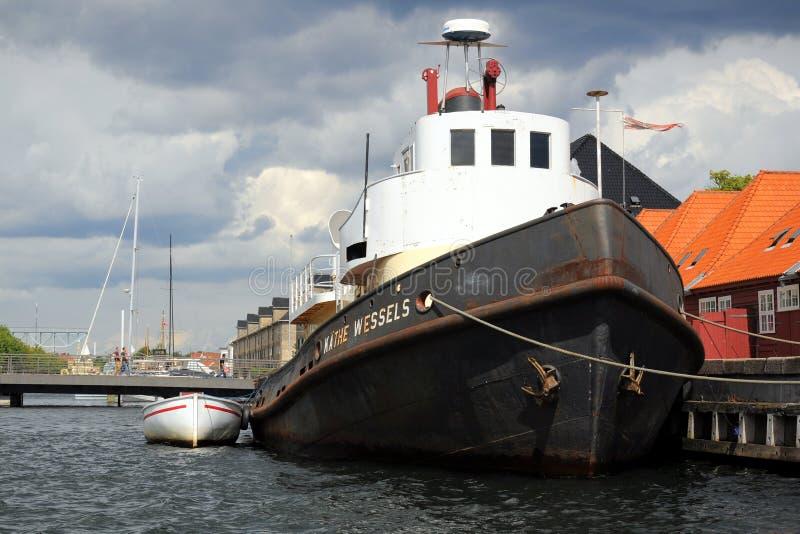 Gamla fartyg i Kobenhavn, Köpenhamn, Danmark fotografering för bildbyråer