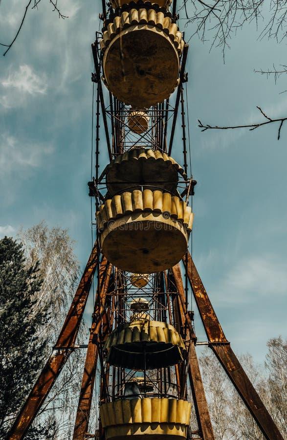 Gamla ferris rullar in spökstaden av Pripyat Följder av olyckan pÃ¥ den Chernobil kärnkraftverket fotografering för bildbyråer