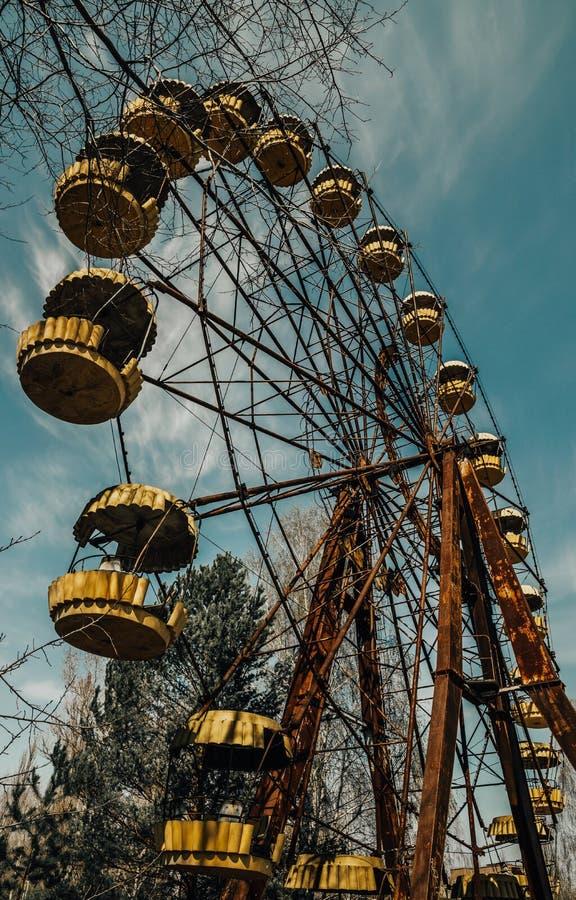 Gamla ferris rullar in spökstaden av Pripyat Följder av olyckan på den Chernobil kärnkraftverket royaltyfri foto