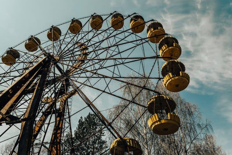 Gamla ferris rullar in spökstaden av Pripyat Följder av olyckan på den Chernobil kärnkraftverket royaltyfria bilder