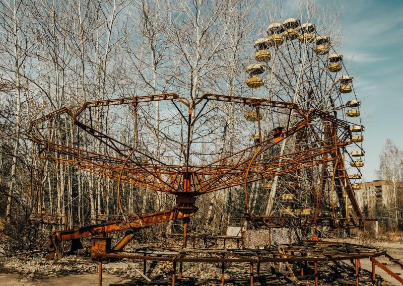 Gamla ferris rullar in spökstaden av Pripyat Följder av olyckan på den Chernobil kärnkraftverket royaltyfria foton