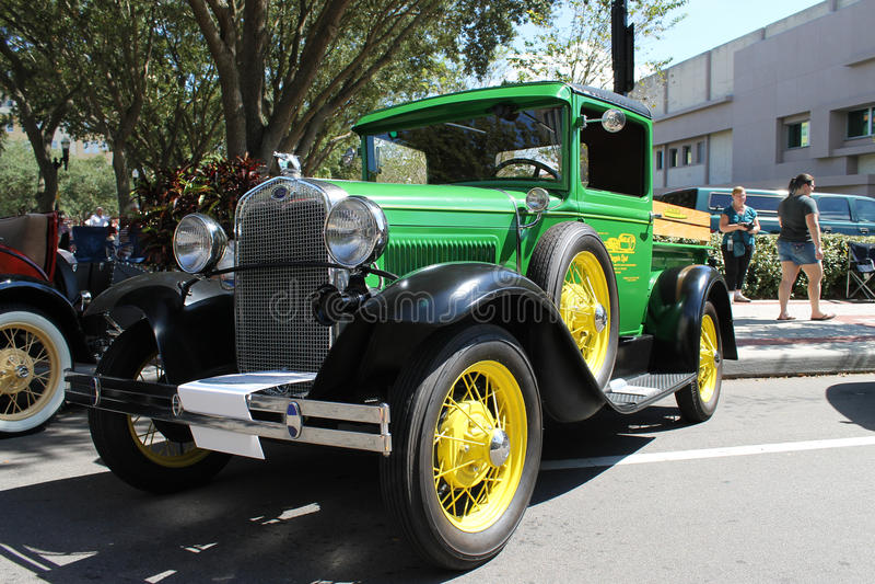 Gamla Ford Pickup Truck på bilshowen arkivfoton