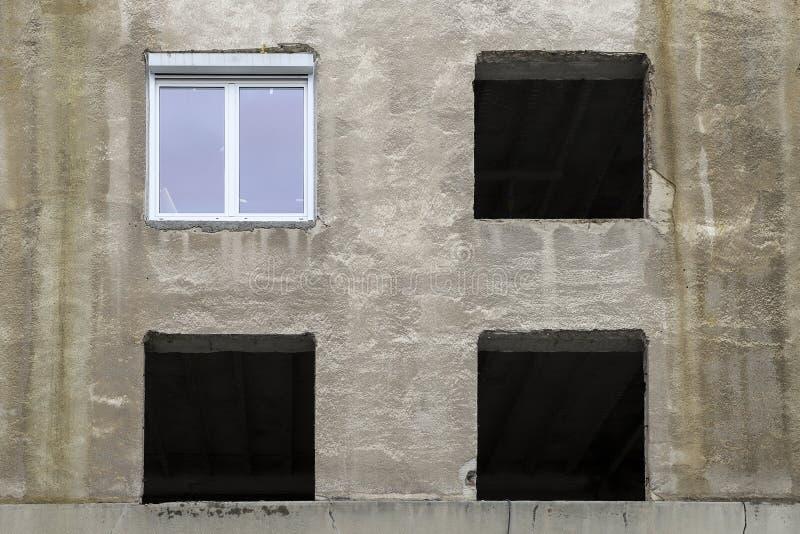 Gamla fotoramar på väggen arkivfoton