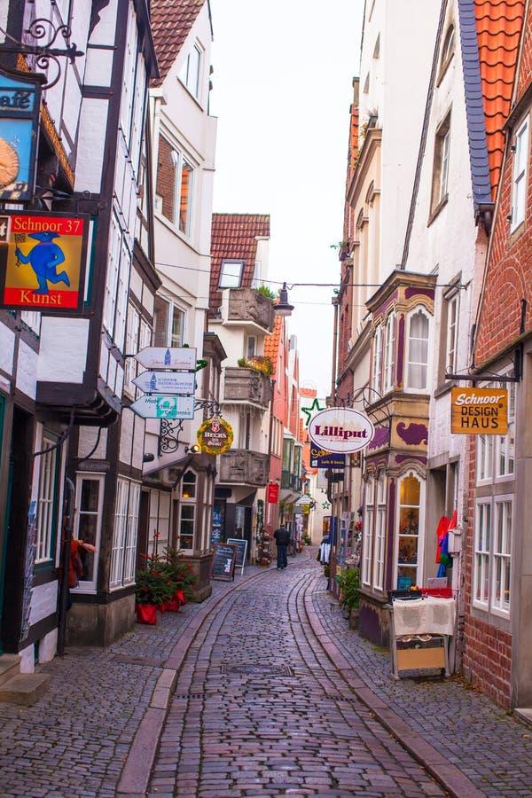 Gamla gator i staden av Bremen, Tyskland arkivbilder