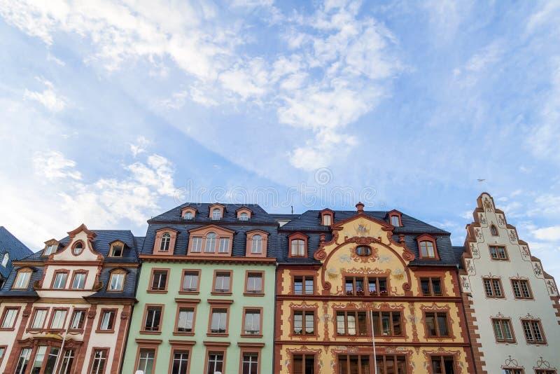Gamla historiska byggnader i Mainz, Tyskland fotografering för bildbyråer