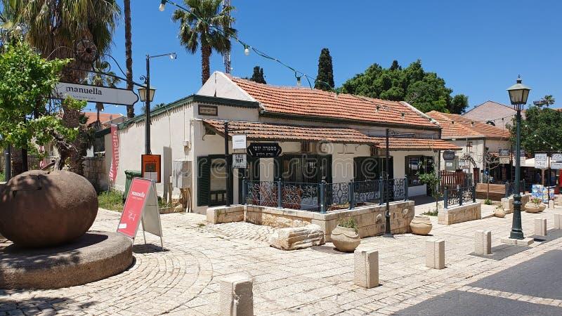 Gamla historiska hus i Hameyasdim st i den berömda remsan av Zichro Yaakov Isral fotografering för bildbyråer