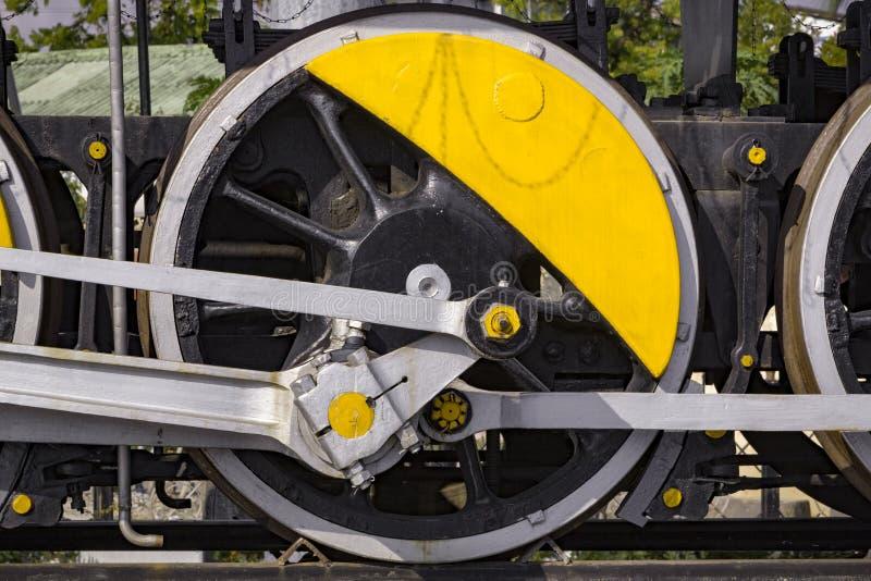 Gamla hjul för ångadrevlokomotiv royaltyfri foto