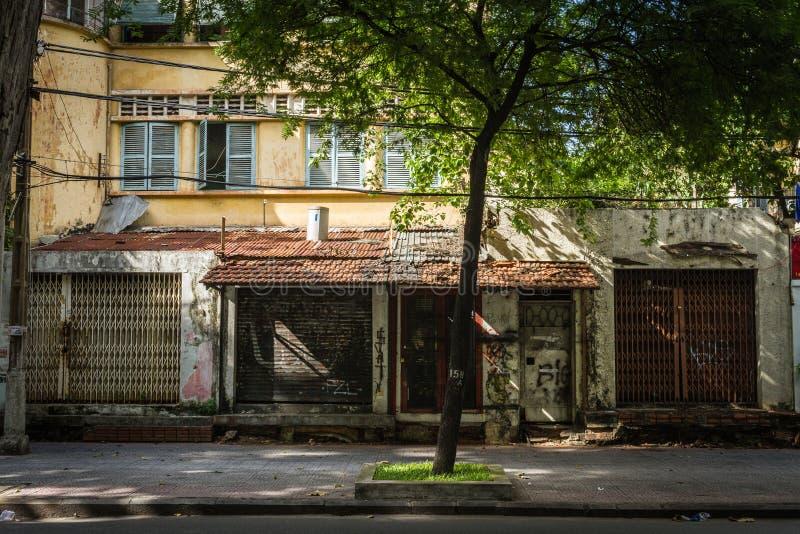 Gamla hus i Ho Chi Minh City royaltyfria foton