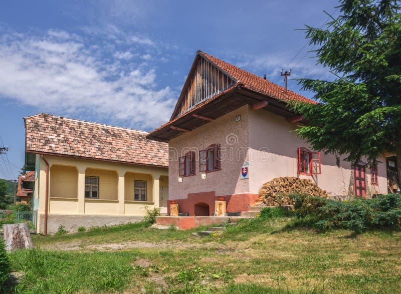 Gamla hus på Slatinka royaltyfria bilder