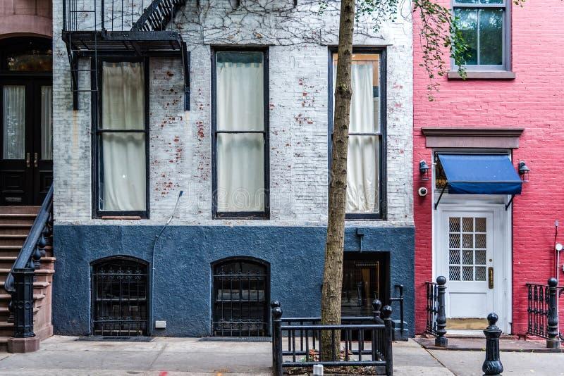 Gamla hyreshusar för Greenwich by i New York royaltyfria bilder