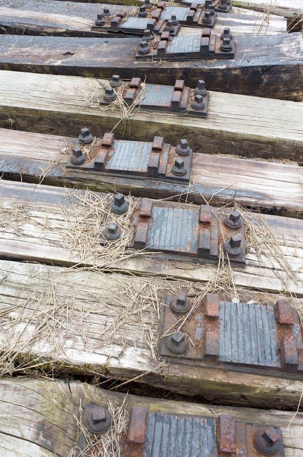 Gamla järnväg längsgående stödbjälke arkivfoton