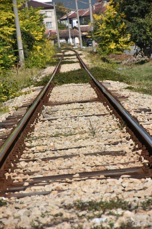 Gamla järnväg stänger och längsgående stödbjälke royaltyfria bilder