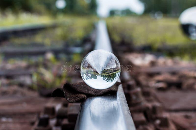 Download Gamla Järnvägsspår Med Den Glass Sfären På Dem Och Selektiv Fokus Fotografering för Bildbyråer - Bild av liggande, kommunikation: 78728873
