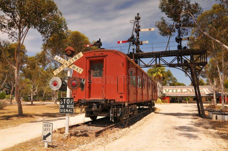 Gamla järnvägsvagnen i Gamla Tailem Town Australiens största pionierby, Tailem Bend, Australien arkivfoto